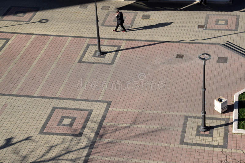 Las líneas y las sombras en el hormigón con formas y contrastes foto de archivo libre de regalías