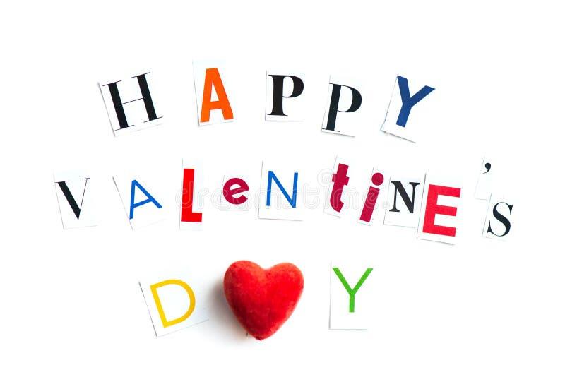 Las letras de día felices de las tarjetas del día de San Valentín cortaron de las revistas foto de archivo libre de regalías