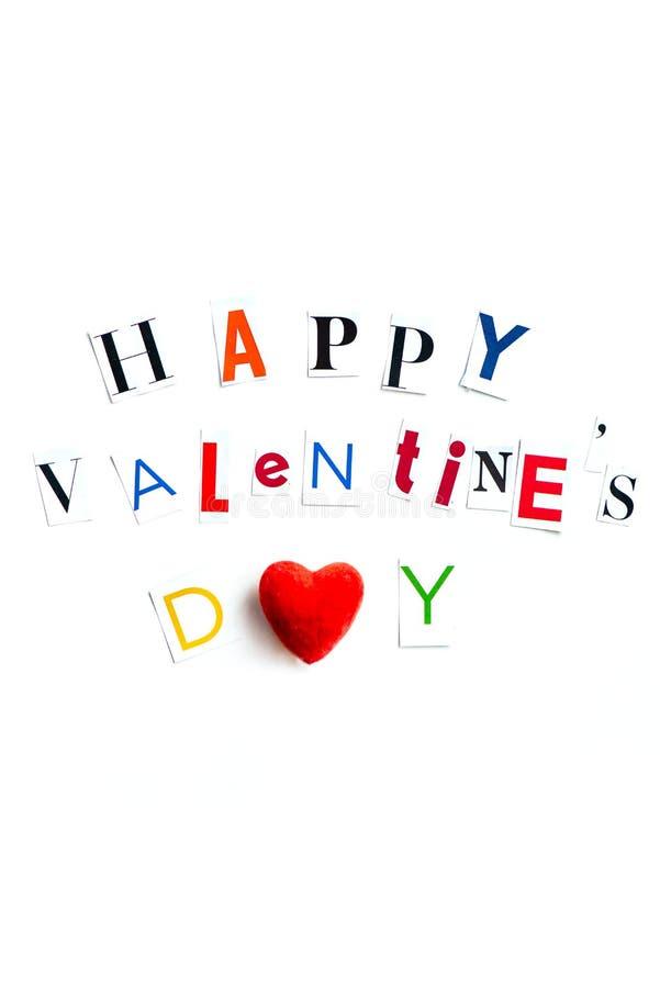 Las letras de día felices de las tarjetas del día de San Valentín cortaron de las revistas fotos de archivo libres de regalías