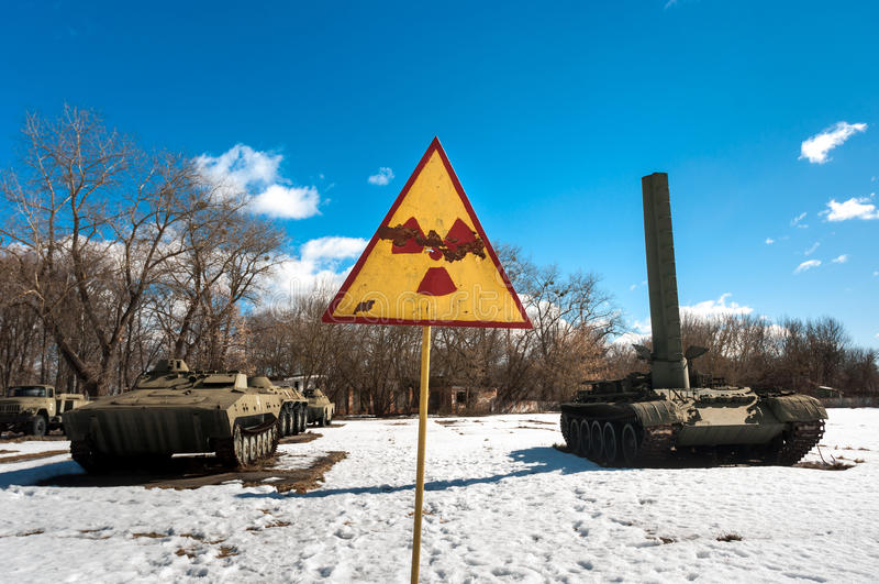Las máquinas de guerra con radiactividad firman en Chernobyl imágenes de archivo libres de regalías