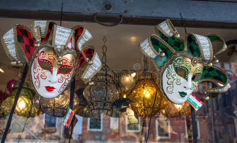 Las máscaras del carnaval de Venecia se cierran para arriba, las máscaras de Venecia Venezia para la venta en el mercado, Venecia imagen de archivo libre de regalías