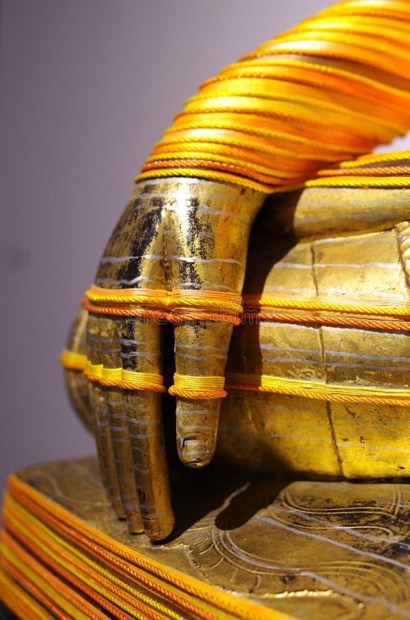 Las manos de las estatuas de Buda imágenes de archivo libres de regalías
