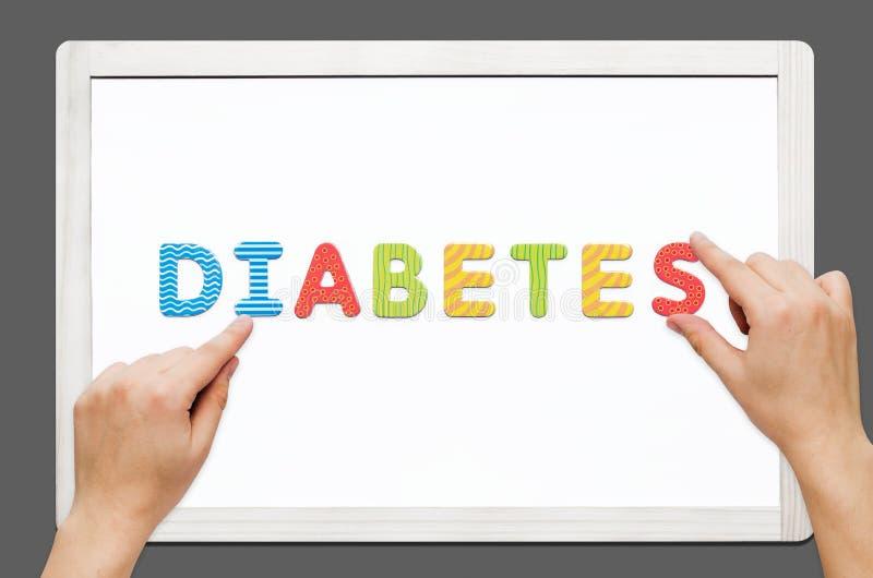 Las manos pusieron la diabetes de la palabra con las letras magnéticas fotografía de archivo libre de regalías