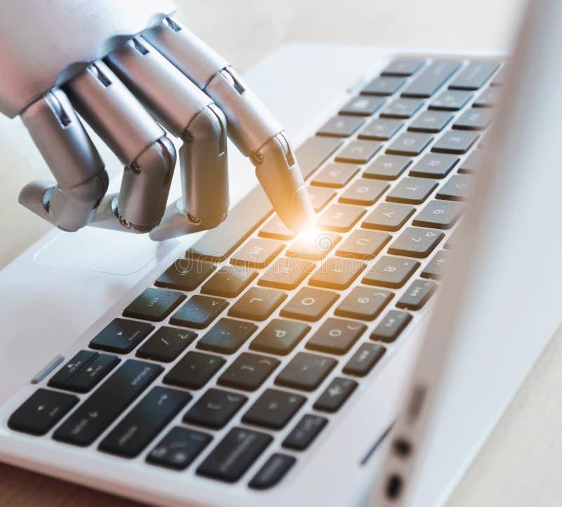 Las manos y los fingeres del robot señalan al concepto robótico de la inteligencia artificial del chatbot del consejero del botón fotos de archivo
