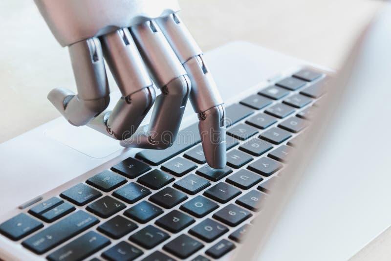 Las manos y los fingeres del robot señalan a la inteligencia artificial robótica del chatbot del consejero del botón del ordenado imagen de archivo libre de regalías