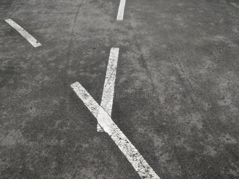 Las marcas en la trayectoria de la bici significan la intersección fotos de archivo