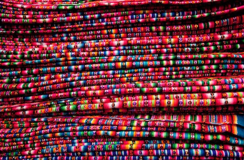 Las materias textiles Texture en un mercado en Perú imágenes de archivo libres de regalías