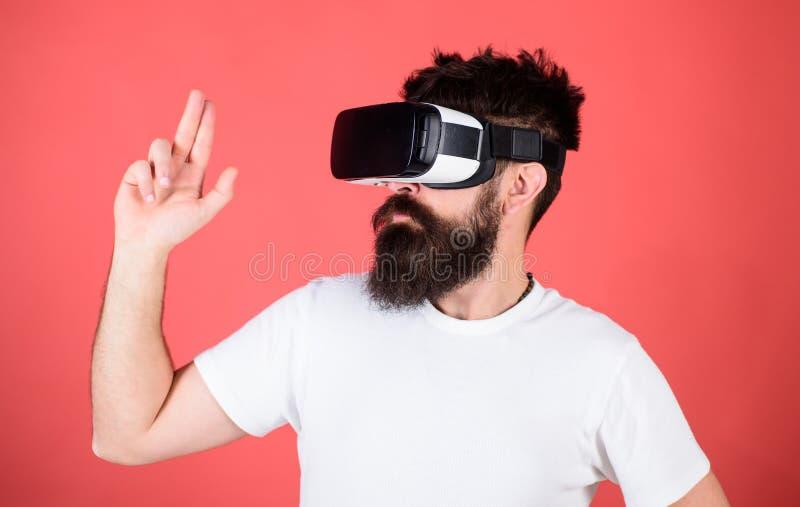 Las mejores pistolas para VR La primera pistola de la persona muestra cómo VR adictivo podría ser Gesto de mano del hombre como j imagen de archivo libre de regalías