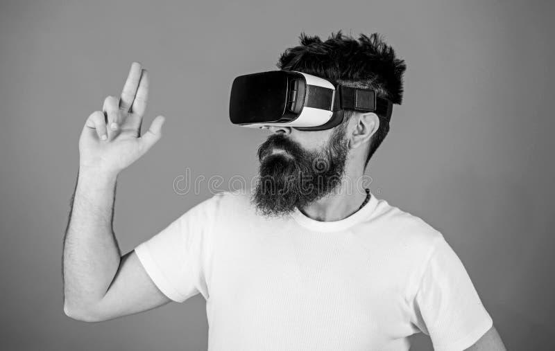 Las mejores pistolas para VR La primera pistola de la persona muestra cómo VR adictivo podría ser Gesto de mano del hombre como j imagen de archivo