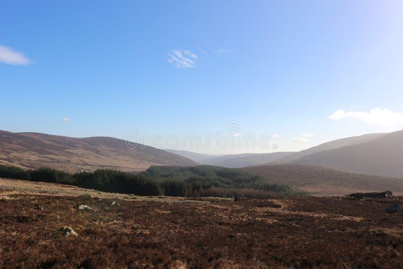 Las montañas de Wicklow en Irlanda durante el invierno sazonan fotos de archivo