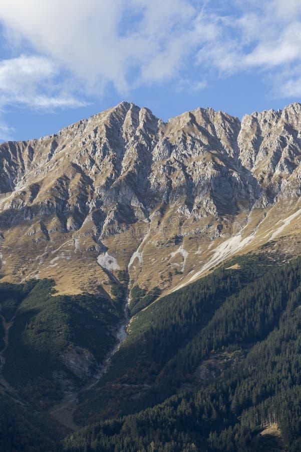Las montañas en las montañas austríacas fotos de archivo