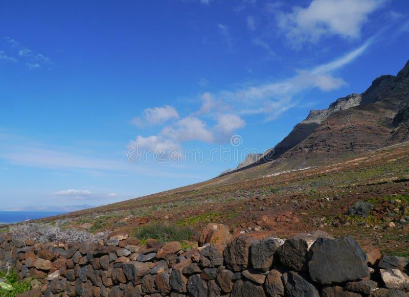 Las montañas en el parque de naturaleza de Jandia foto de archivo libre de regalías