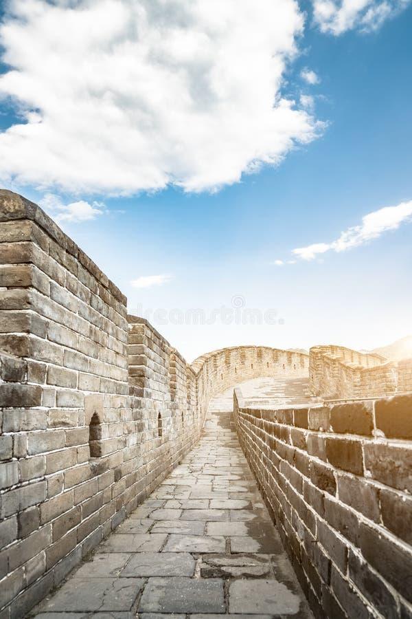 Las montañas, la Gran Muralla de la arquitectura china antigua fotos de archivo libres de regalías