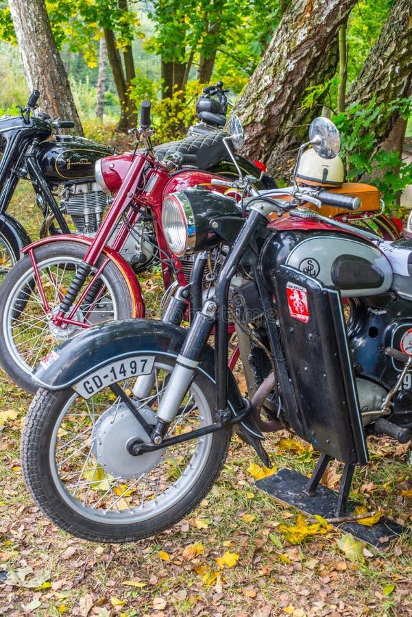 Las motocicletas clásicas de Polsh en los vehículos muestran fotos de archivo libres de regalías