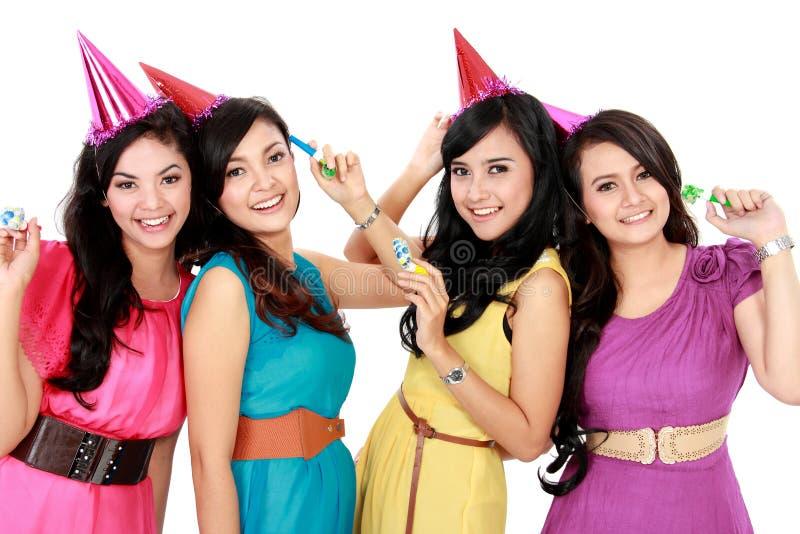 Las muchachas hermosas celebran cumpleaños imagen de archivo libre de regalías