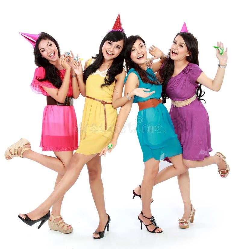 Las muchachas hermosas celebran cumpleaños foto de archivo libre de regalías