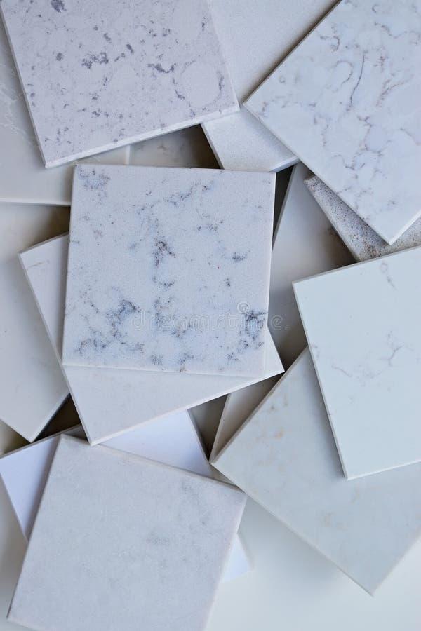 Las muestras de diverso blanco de las piedras principalmente basado con mármol les gusta granos y de las venas fotos de archivo libres de regalías
