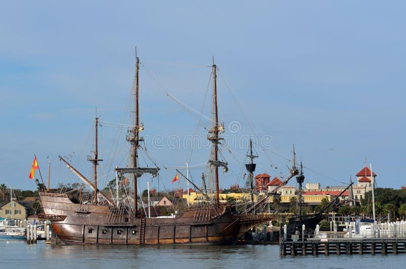 Las naves del galeón amarradas fotografía de archivo libre de regalías