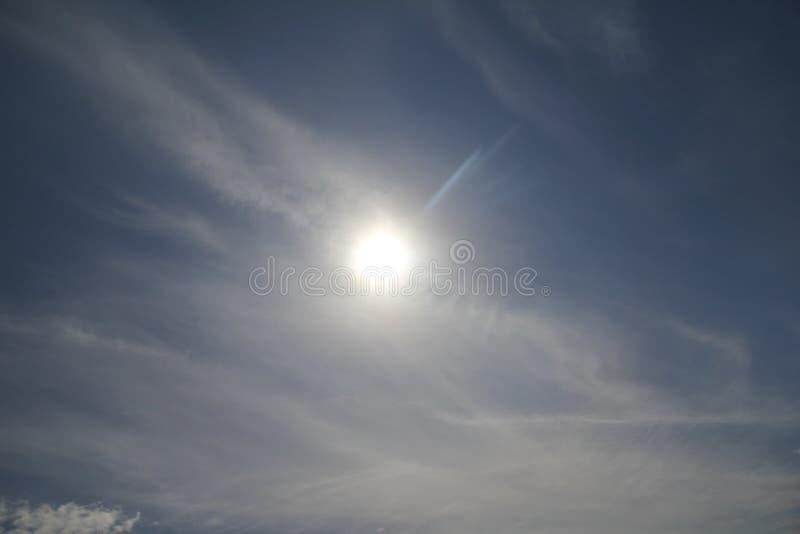Las nubes ocultan el sol imágenes de archivo libres de regalías