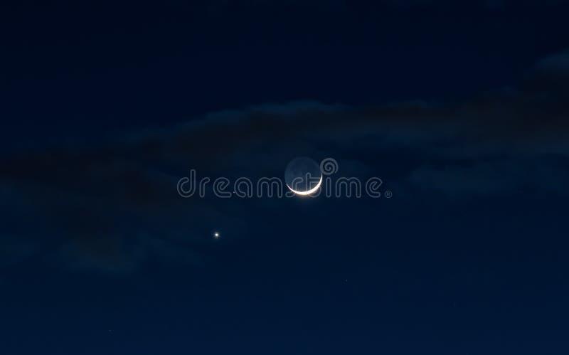 Las nubes y la luna imagen de archivo libre de regalías