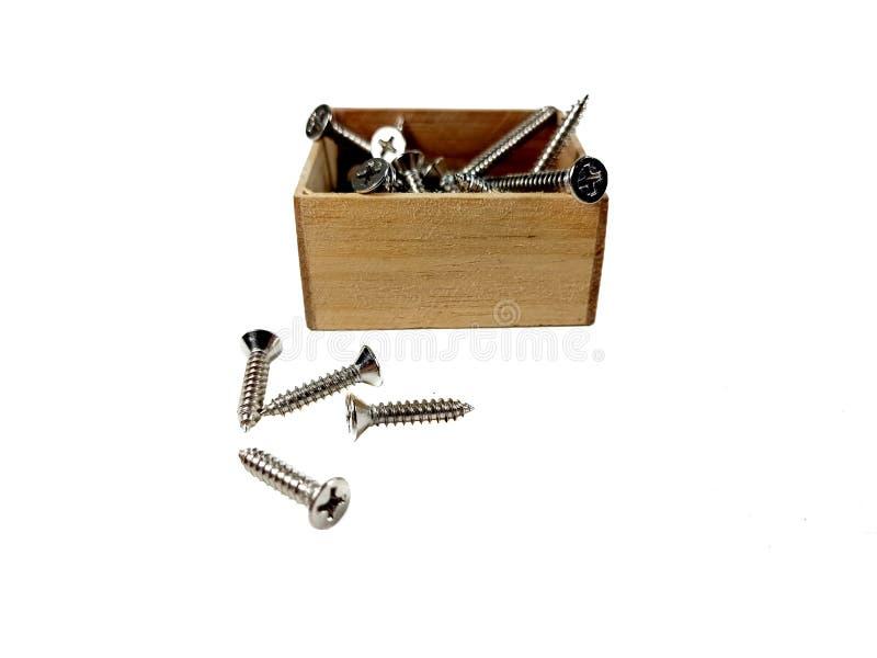 Las nueces del tornillo del hareware de la caja de madera imagen de archivo