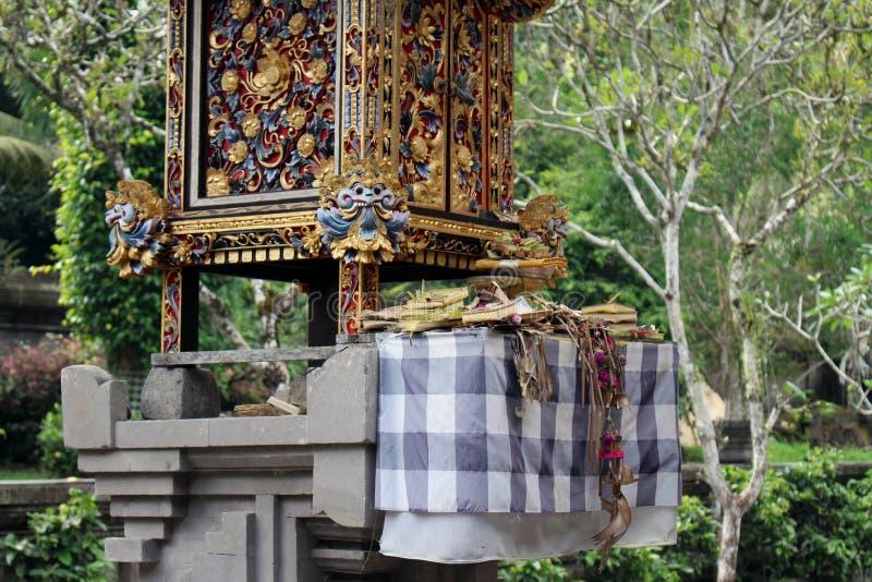 Las ofrendas diarias del Balinese en ritual hindú Localmente llamado foto de archivo libre de regalías