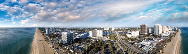 Las Olas sätter på land den flyg- sikten, Fort Lauderdale - Florida royaltyfria bilder