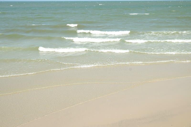 Las ondas agitaron suavemente foto de archivo