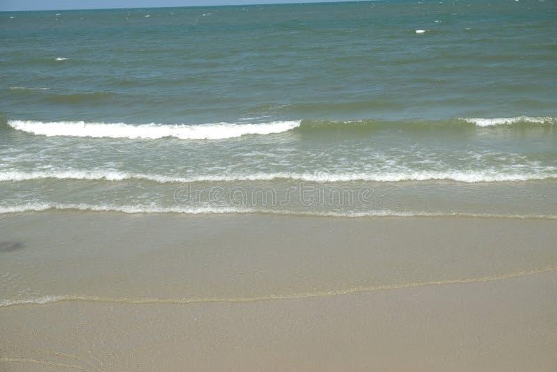Las ondas agitaron suavemente fotos de archivo libres de regalías