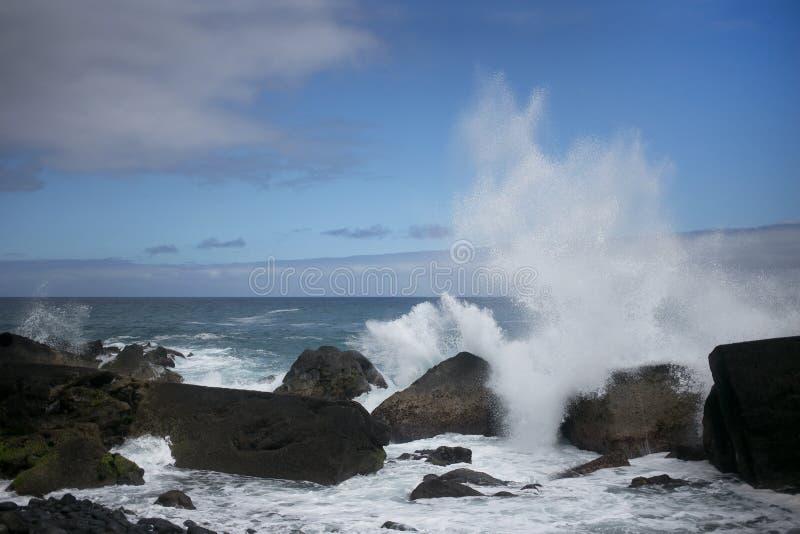 Las ondas más grandes del Océano Atlántico fotos de archivo