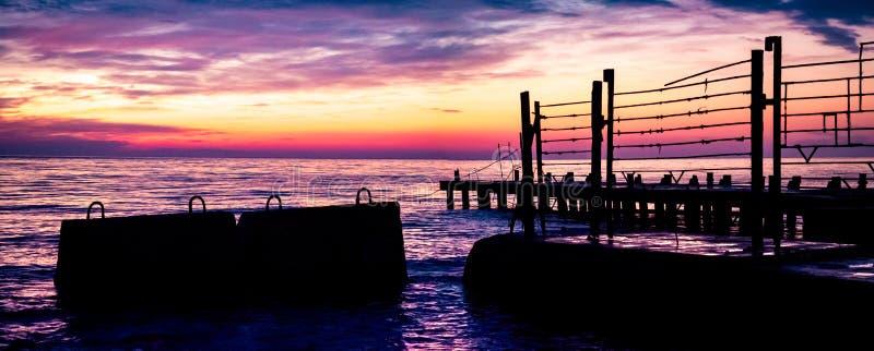 Las opiniones del amanecer del mar imagen de archivo libre de regalías