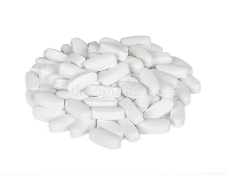 Las píldoras blancas son un manojo fotos de archivo libres de regalías