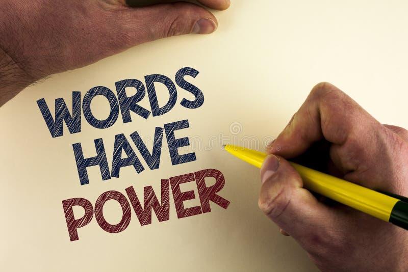 Las palabras del texto de la escritura de la palabra tienen poder El concepto del negocio para las declaraciones que usted dice t fotografía de archivo libre de regalías