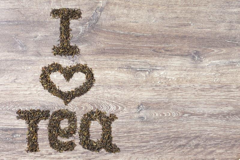 Las palabras I aman el té hecho de hojas de té verdes imagenes de archivo