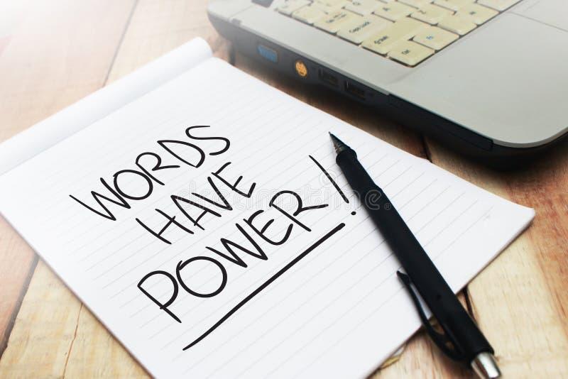 Las palabras tienen poder, concepto de motivaci?n de las citas de las palabras imagenes de archivo