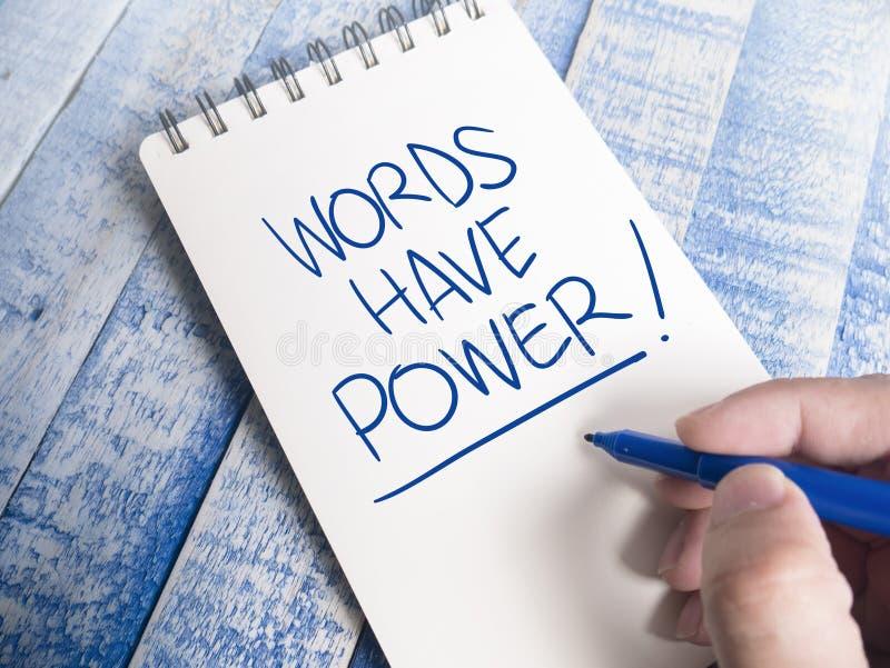 Las palabras tienen poder, concepto de motivaci?n de las citas de las palabras imagen de archivo