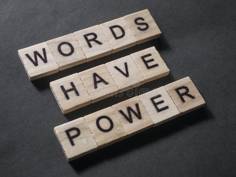 Las palabras tienen poder, concepto de motivaci?n de las citas de las palabras foto de archivo libre de regalías