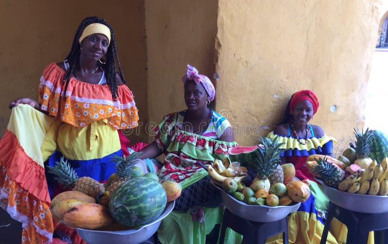 Las Palenqueras, κυρίες καλαθιών φρούτων στοκ φωτογραφία