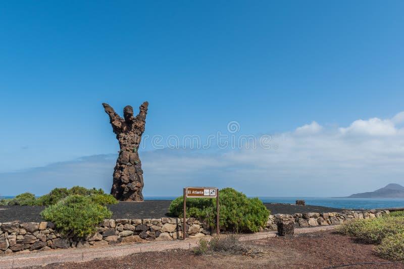 LAS PALMAS DE GRAN CANARIA, wyspy kanaryjskie HISZPANIA, PAŹDZIERNIK, - 03, 2018: Statua El Atlante Odbitkowa przestrze? dla teks zdjęcia stock