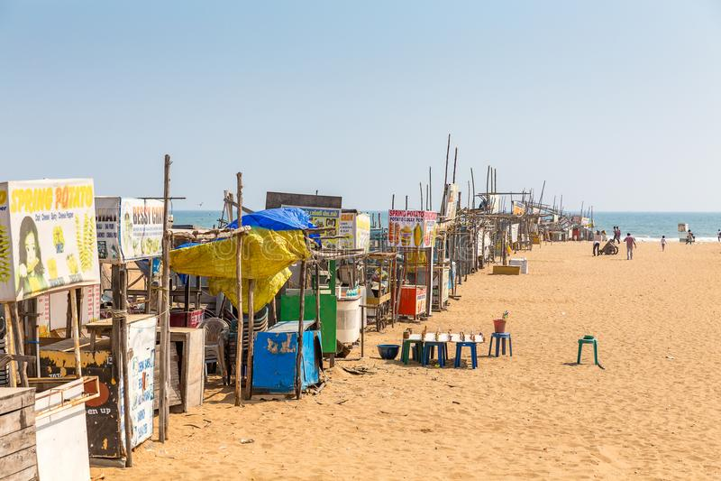 Las paradas en el ` s de Elliot varan, Chennai, Tamil Nadu, la India foto de archivo libre de regalías