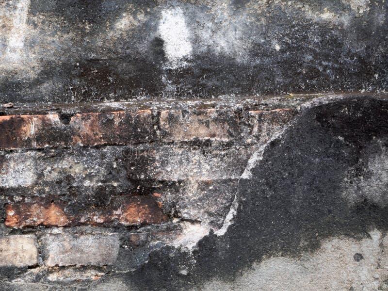 Las paredes antiguas tienen quemaduras, ruinas imagenes de archivo