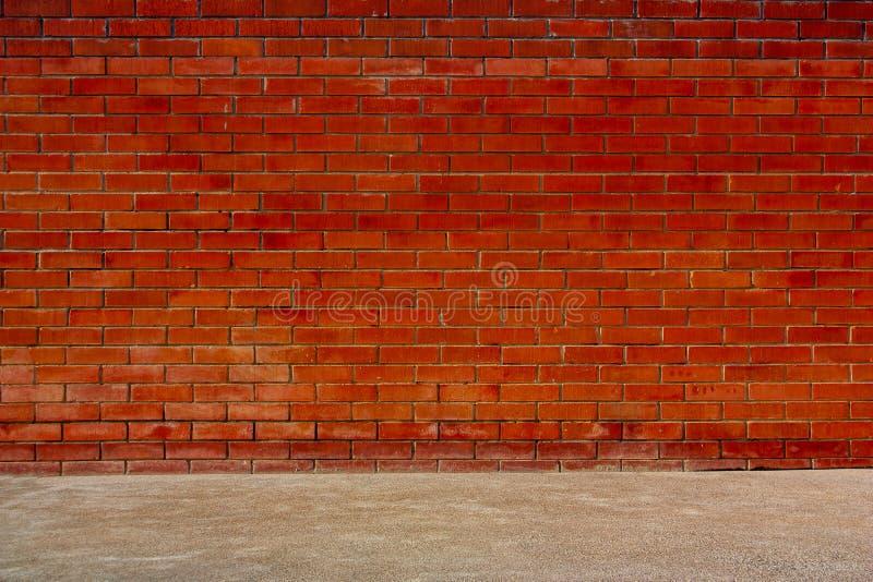 Las paredes de ladrillo y los pisos rojos del cemento foto for Paredes de cemento