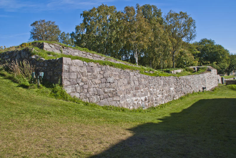 Las paredes de piedra en fredriksten la fortaleza (las paredes externas) imagenes de archivo