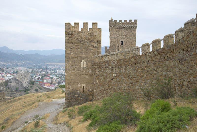 Las paredes del castillo consular Sudak imagen de archivo