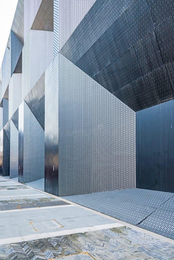 Las paredes externas del sentido simple metálico fotografía de archivo libre de regalías