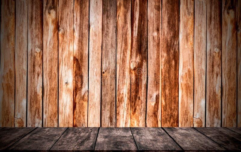 Las paredes y los pisos se hacen de la madera El cuarto vac?o se utiliza para adornar o el trabajo de exhibici?n fotografía de archivo