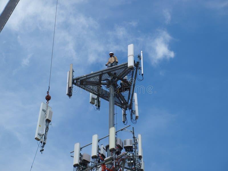 Las partes operantes que hacen los teléfonos celulares posibles se levantan para arriba imagen de archivo