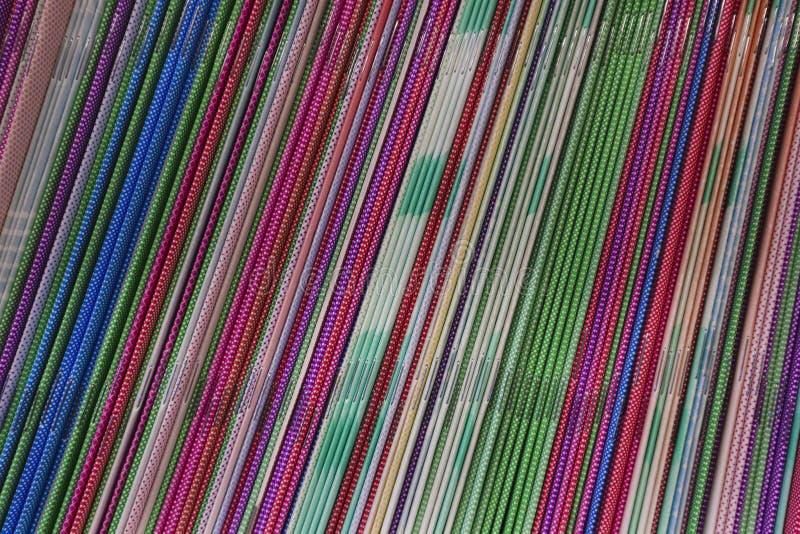 Las partes posteriores de cuadernos Fondo del color para la mesa foto de archivo