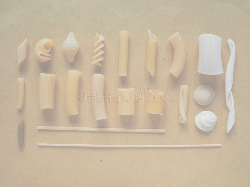 Las pastas italianas tradicionales, suavidad se descoloraron fondo del tono fotografía de archivo libre de regalías
