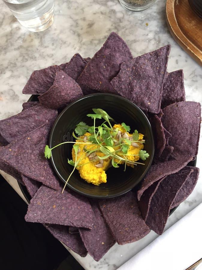 Las patatas a la inglesa del vegano de la comida sirven la calabaza moscada vegetariana del almuerzo de las remolachas foto de archivo